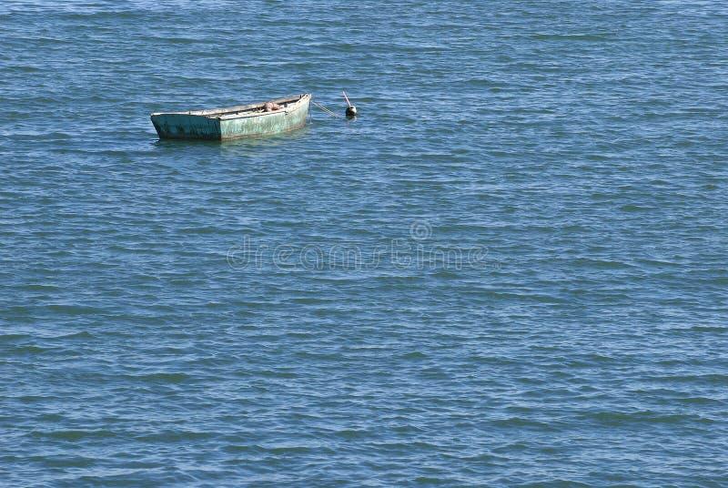 Groen Boot Blauw Water royalty-vrije stock afbeelding
