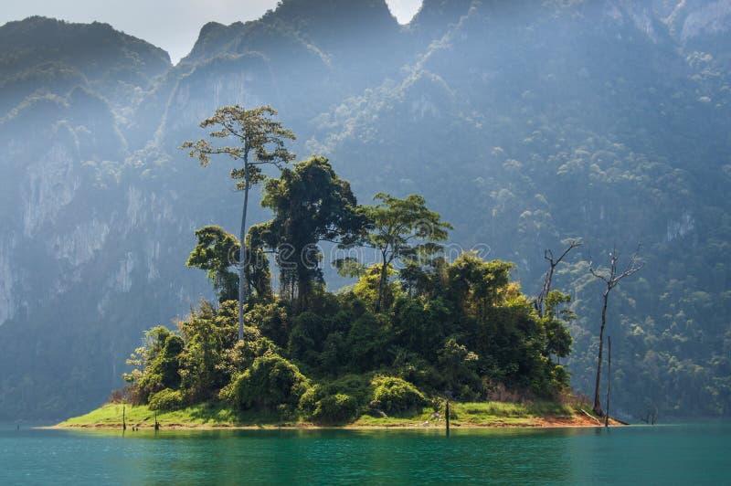 Groen eiland, Khao Sok National Park royalty-vrije stock foto's