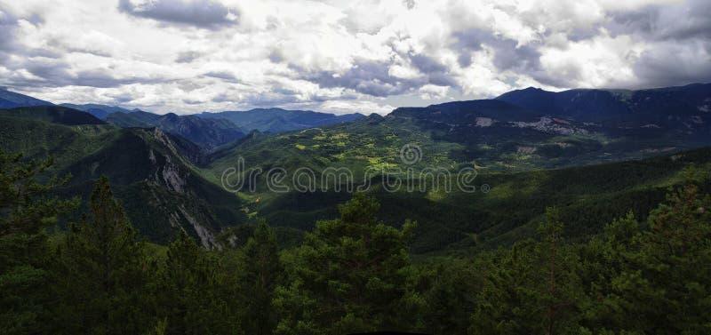 Groen en rotsachtig landschap van Mirador DE Gresolet De Pyreneeën, Spanje stock afbeeldingen