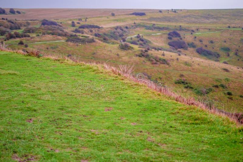 Groen gebied op heuvel in Dover en groen gebied in Engeland het UK stock foto's
