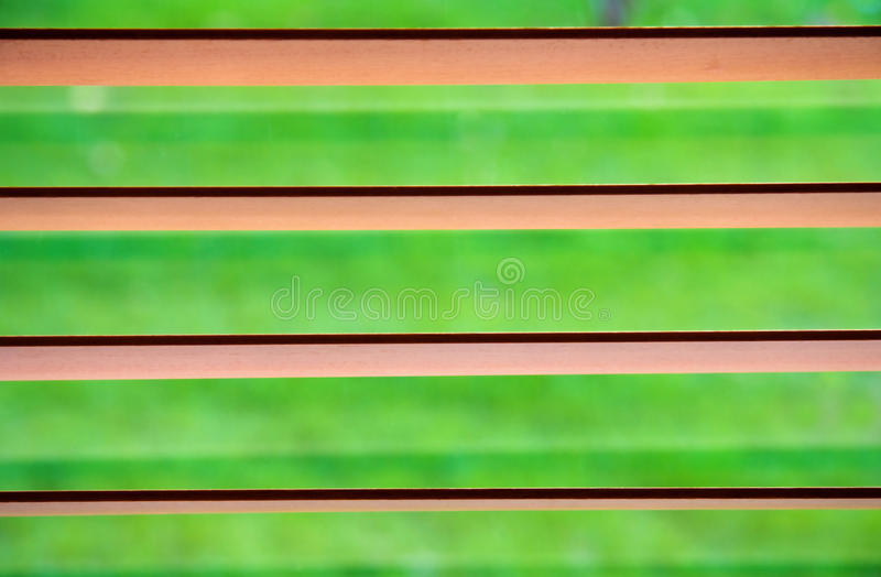 Groen gezien door de zonneblinden royalty-vrije stock fotografie