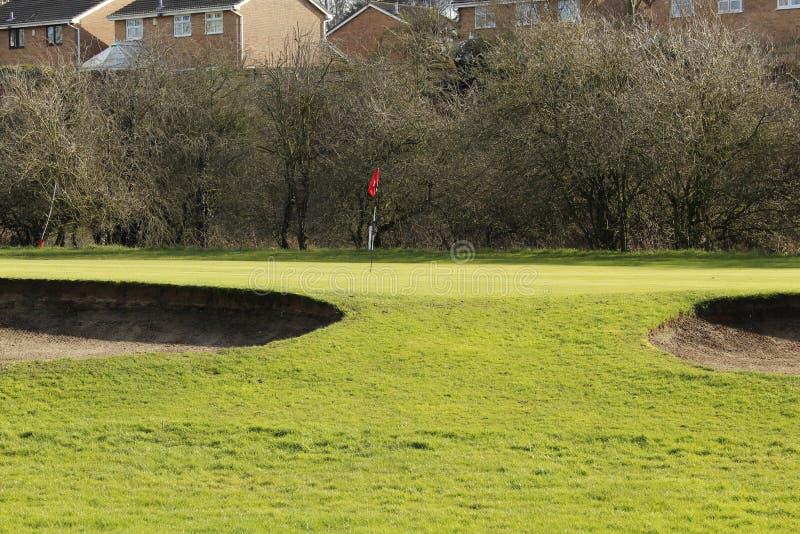 Groen golf en een Zandbunker op Sunny Day stock afbeelding