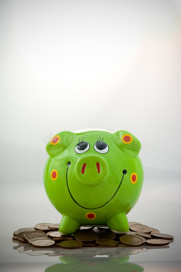 Groen het glimlachen spaarvarken royalty-vrije stock afbeelding