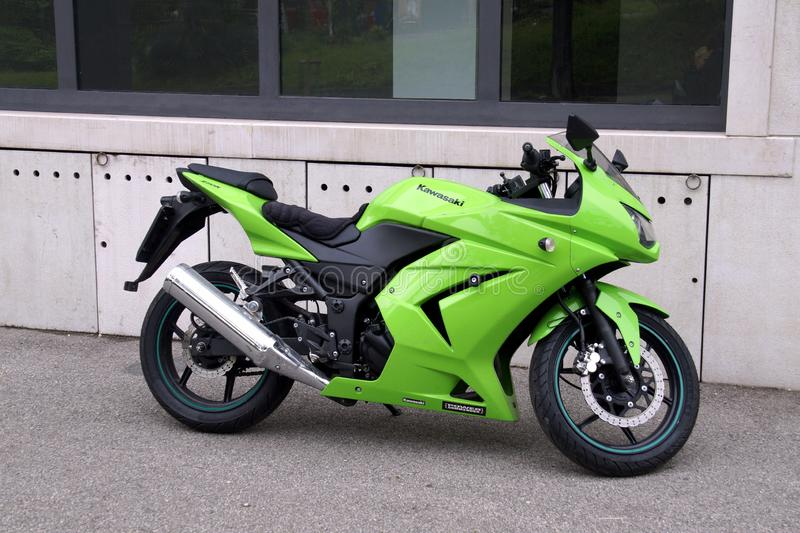 Groen Kawasaki Ninja 250R stock foto