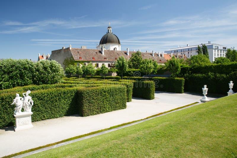 Groen labyrint in de tuin van het Belvedere lagere paleis en royalty-vrije stock foto