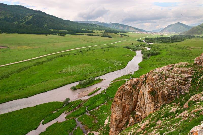 Groen landschap van Altay. stock foto's