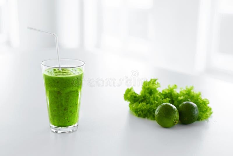 Groen sap Het gezonde Eten Detox smoothie Voedsel, Dieetconcept stock foto