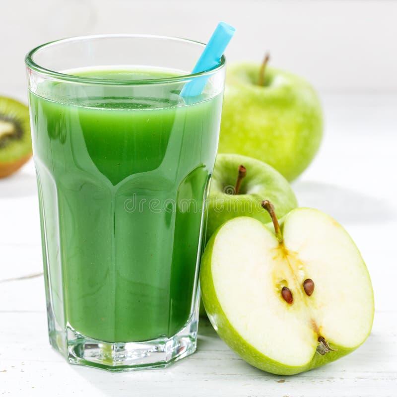 Groen van de de appelkiwi van het smoothiesap van het de spinazie vierkant glas het fruitfruit stock foto's