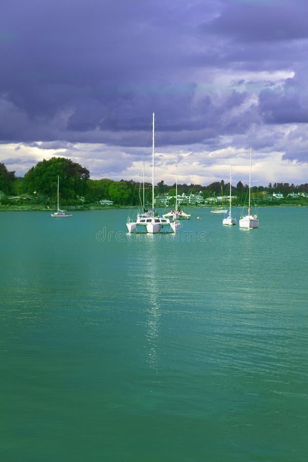 Groen water royalty-vrije stock afbeeldingen