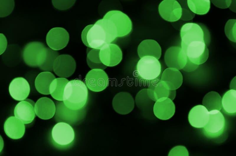 Groene abstracte Kerstmis vertroebelde lichtgevende achtergrond De lichtenbeeld van Defocused artistiek bokeh stock foto