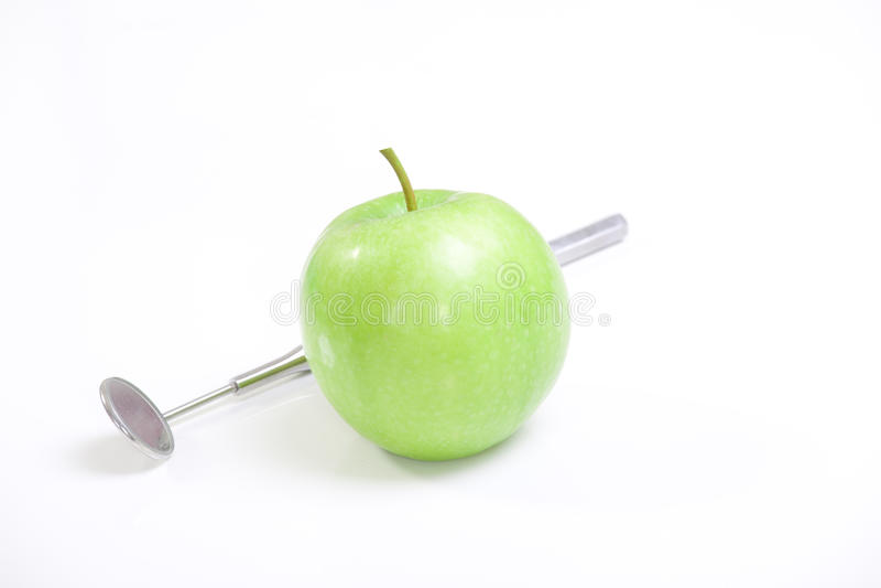 Groene appel en tandhulpmiddelen stock foto's