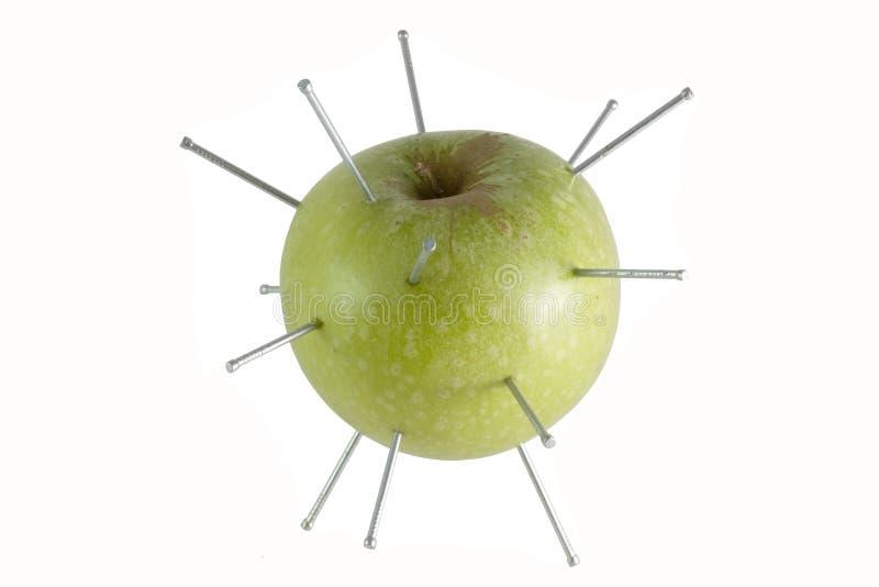 groene appel geïsoleerder spijkers stock fotografie