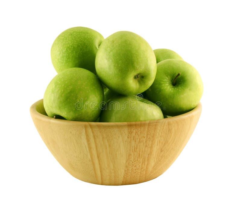 Groene appelen in een houten mand stock afbeelding