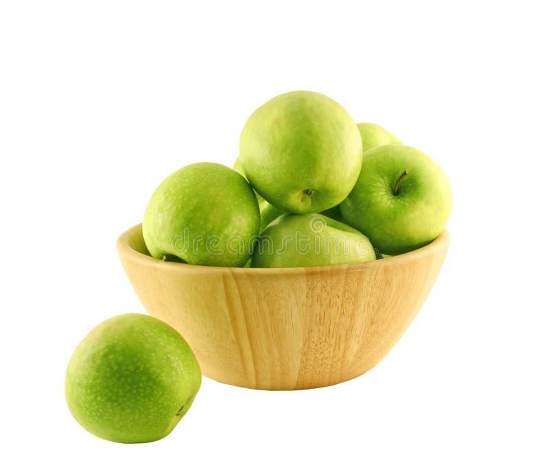 Groene appelen in een houten mand royalty-vrije stock fotografie