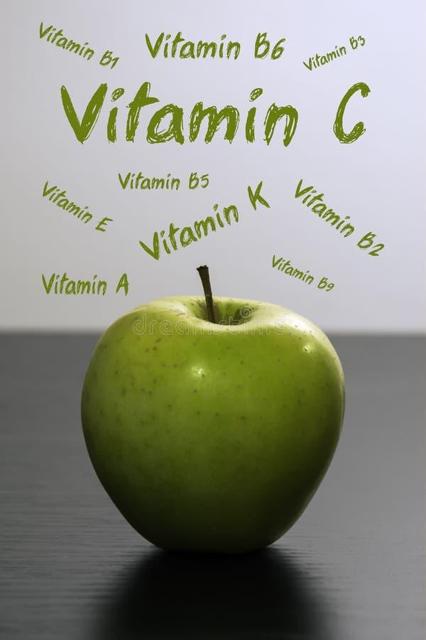 Groene appelvoeding stock foto