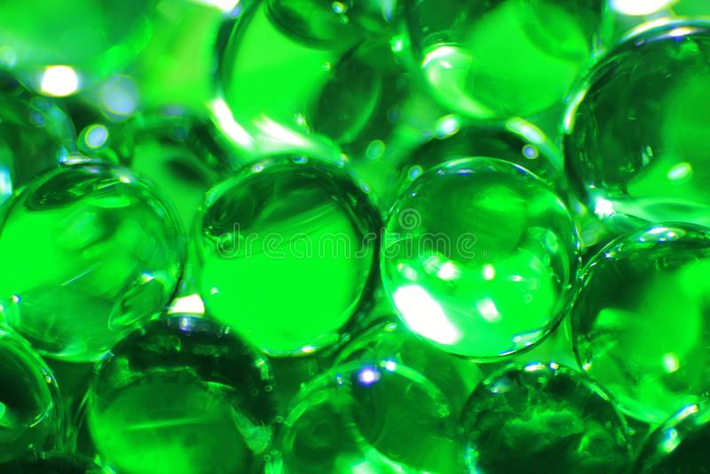 Groene Ballen - Kleurenachtergrond - Verbeelding en het Schermspaarder van Schoonheid stock afbeeldingen