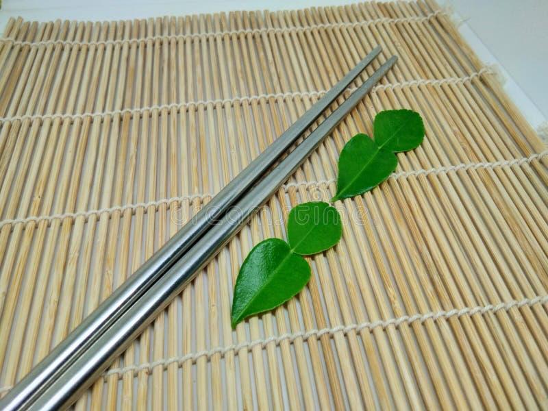 Groene bergamot op de plank stock afbeeldingen
