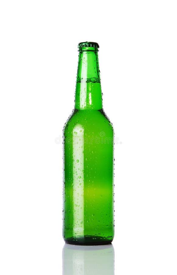 Groene bierfles stock foto's