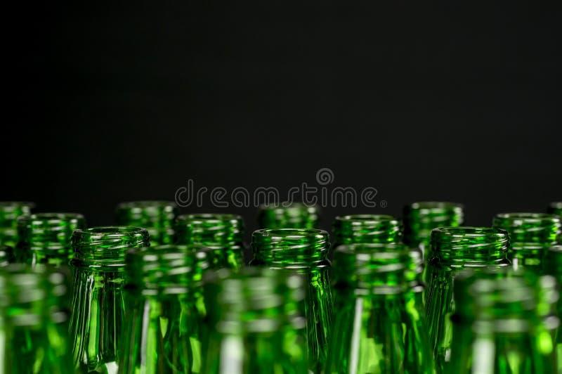 Groene bierflessen royalty-vrije stock foto's
