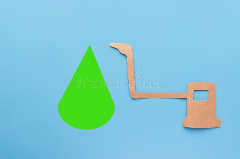 Groene daling van benzinepost stock fotografie
