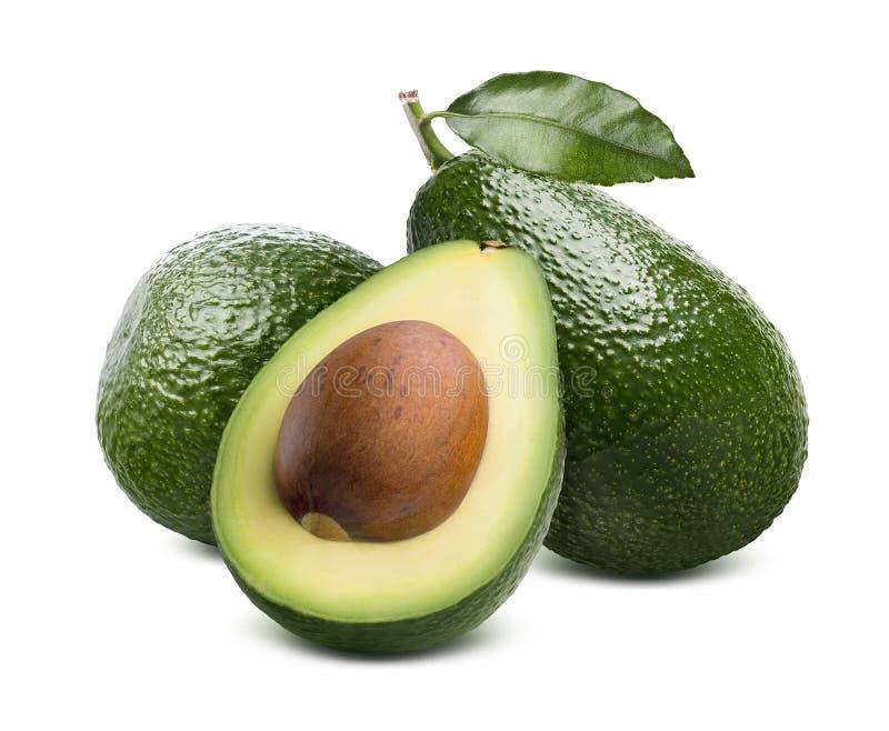 Groene die avocado en besnoeiing half op witte achtergrond wordt geïsoleerd royalty-vrije stock foto