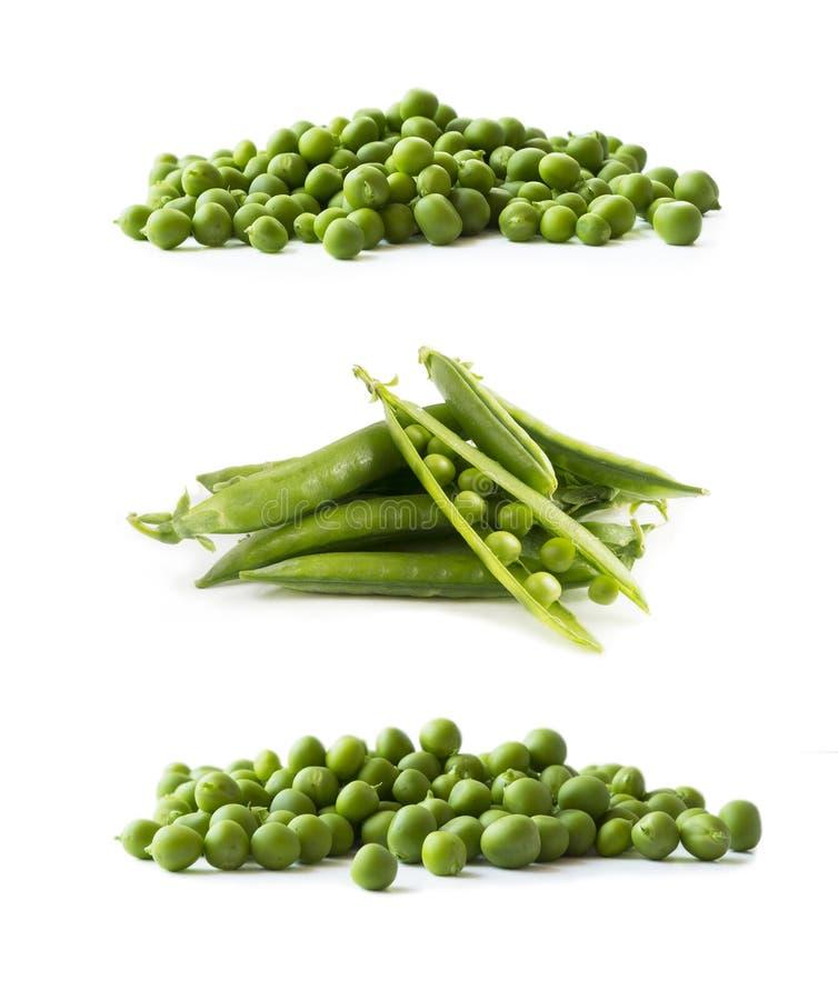 Groene die erwten op een witte achtergrond worden geïsoleerd Groenten met exemplaarruimte voor tekst Inzameling van verse groene  stock afbeelding
