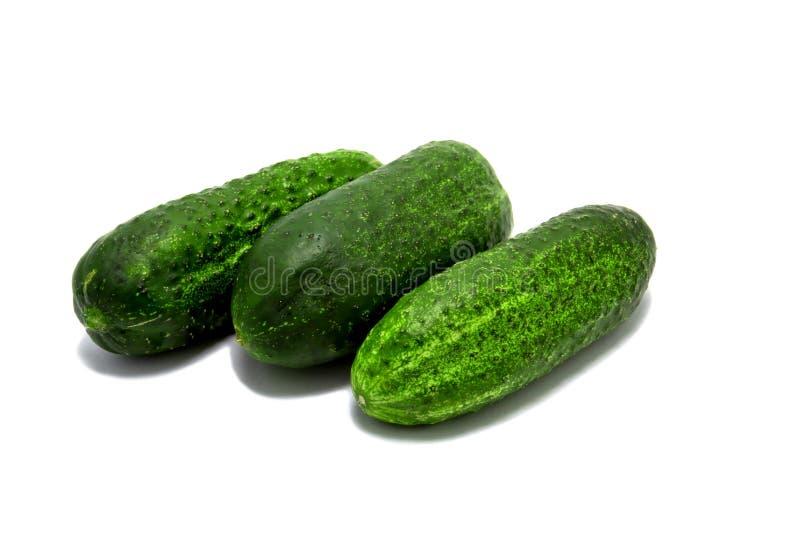 Groene die komkommer drie op witte achtergrond wordt geïsoleerd royalty-vrije stock foto