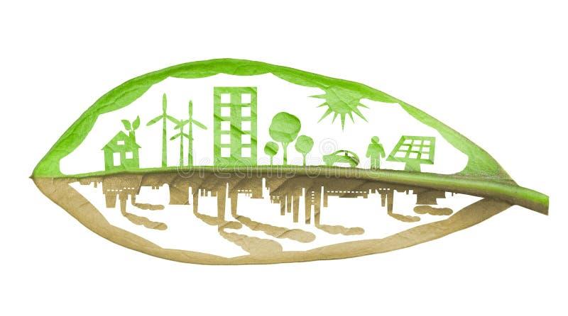 Groene ecologiestad tegen verontreinigingsconcept, dat over whit wordt geïsoleerdp royalty-vrije stock fotografie
