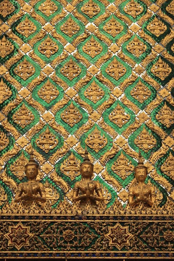 Groene en gouden Boedha stock foto's