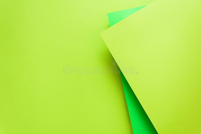 Groene en kalkpastelkleur behangen achtergrond Lag de volume geometrische vlakte Hoogste mening De ruimte van het exemplaar royalty-vrije stock foto