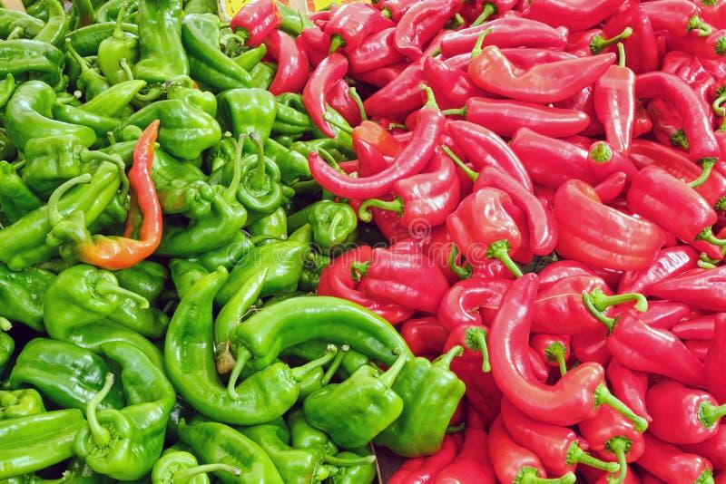Groene en Rode Jalapeno-Peper stock foto's