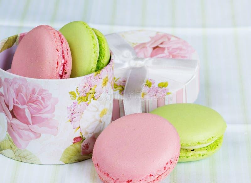Groene en roze makarons royalty-vrije stock foto's