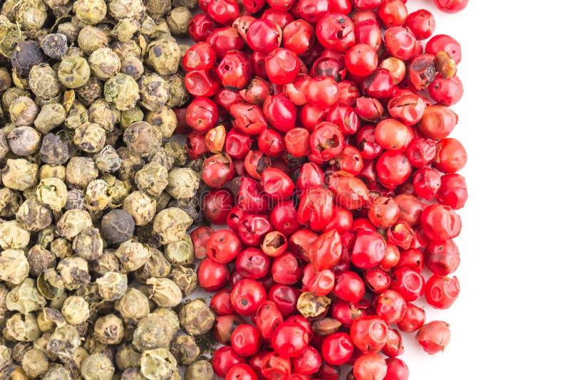 Groene en Spaanse peper op Witte Achtergrond royalty-vrije stock foto