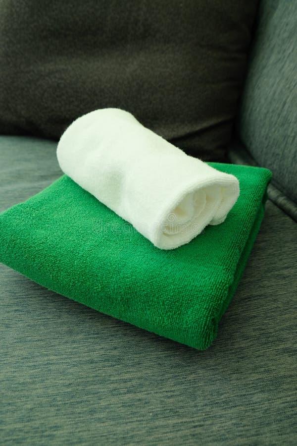 Groene en witte handdoeken stock foto's