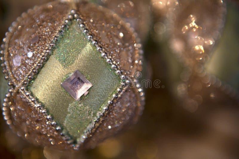 Groene en Zilveren Kerstmisornamenten royalty-vrije stock fotografie
