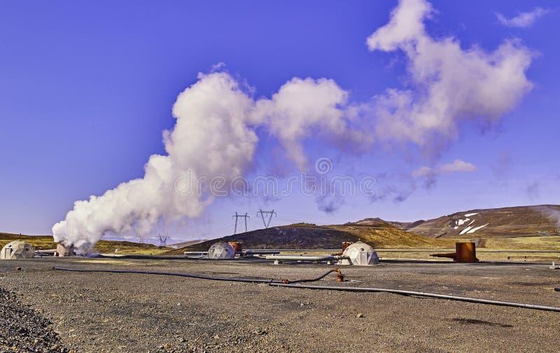 Groene energie geothermische elektrische centrale in IJsland stock foto