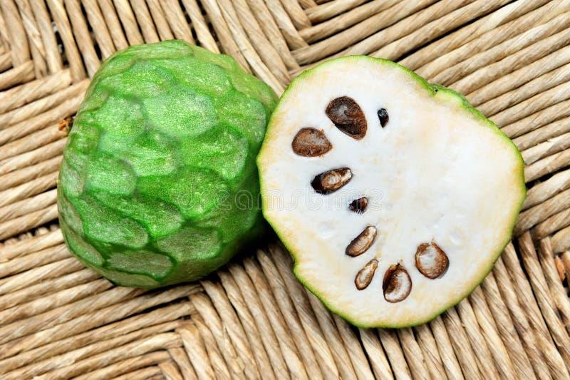 Groene fruitcherimoya royalty-vrije stock afbeelding