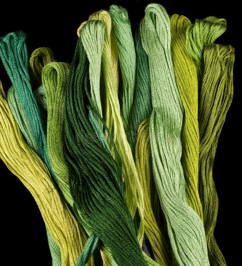 Groene gekleurde garens stock fotografie