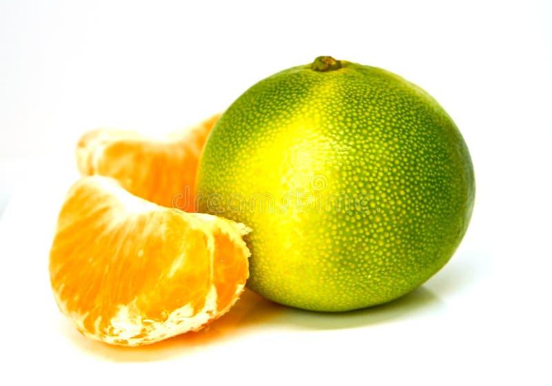 Groene gele geïsoleerd mandarin royalty-vrije stock afbeeldingen