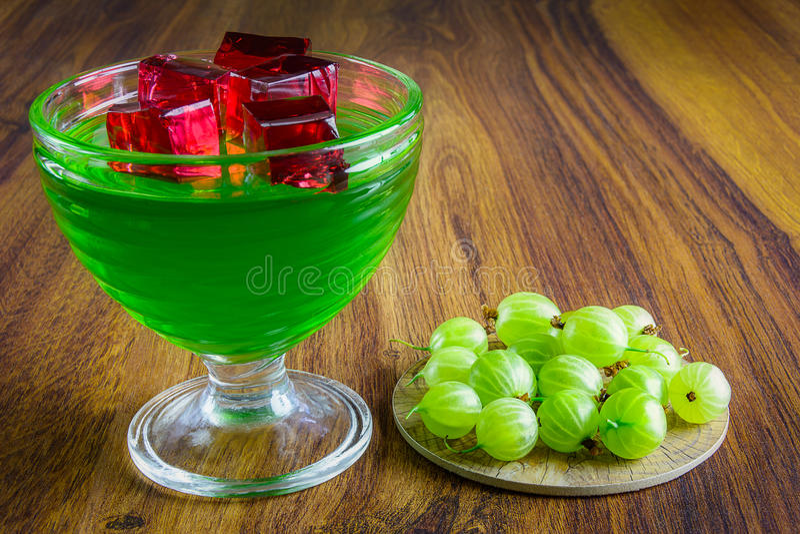 Groene gelei met fruit stock foto