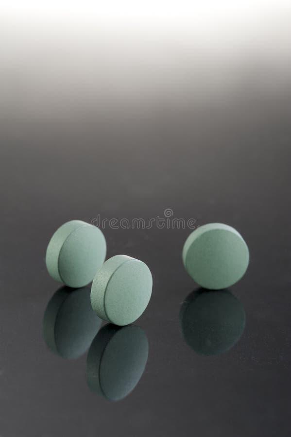 Groene geneeskundepillen stock afbeelding