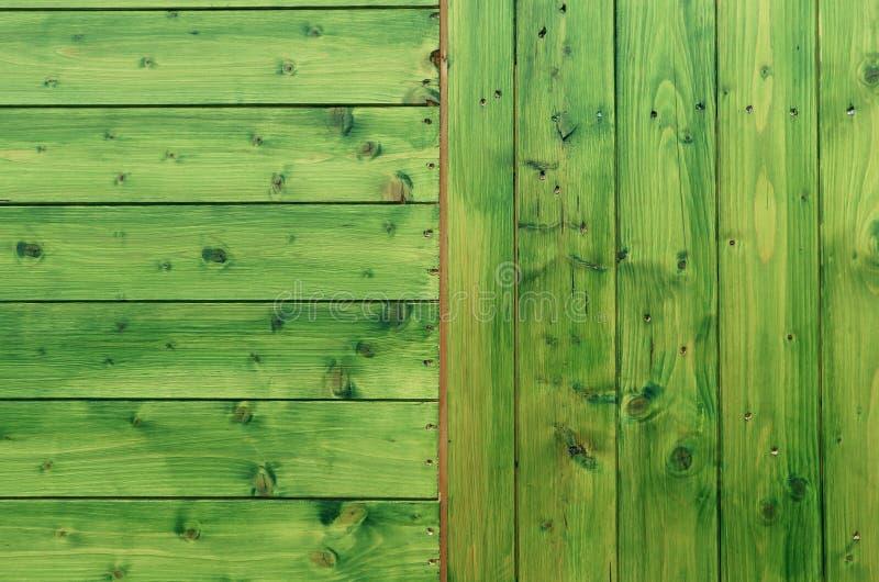 Groene geschilderde houten textuur met horizontale en verticale stroken stock foto