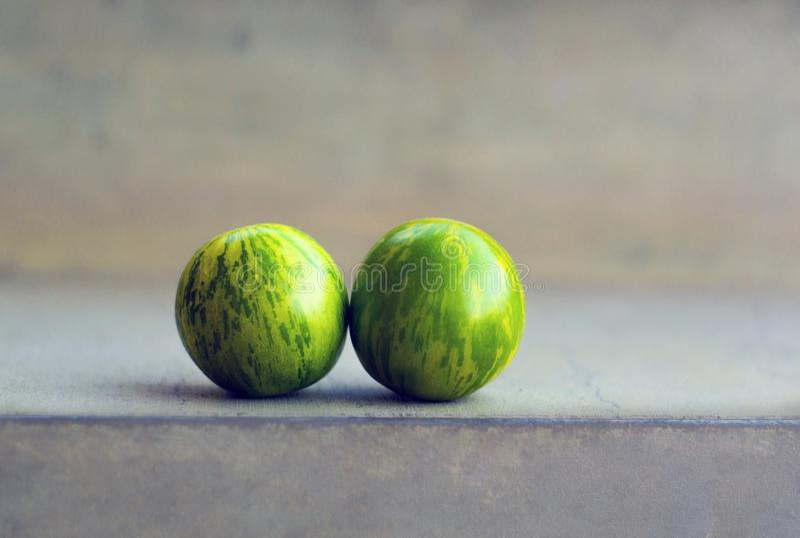 Groene Gestreepte tomaten in kleur zoals watermeloen royalty-vrije stock afbeeldingen