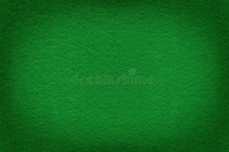 Groene gevoelde oppervlakte met lichte exemplaarruimte in centrum royalty-vrije stock afbeelding