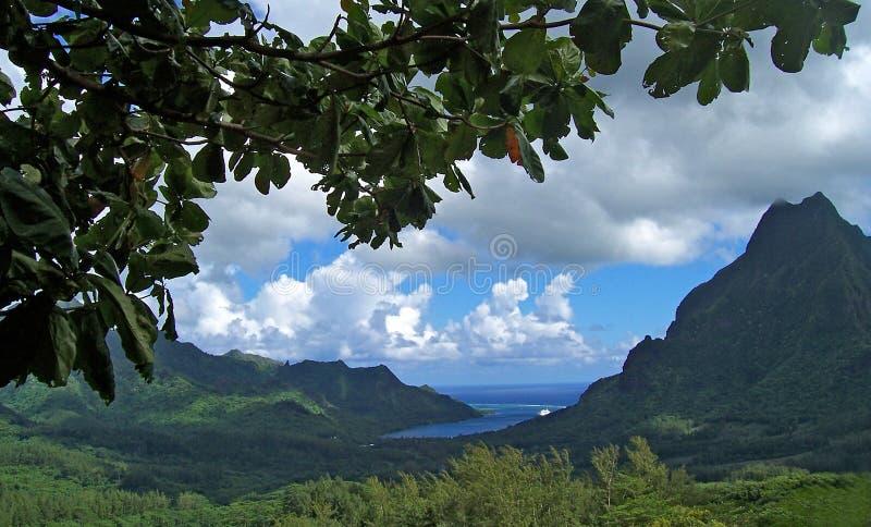 Groene heuvels, hemel en wolken royalty-vrije stock foto