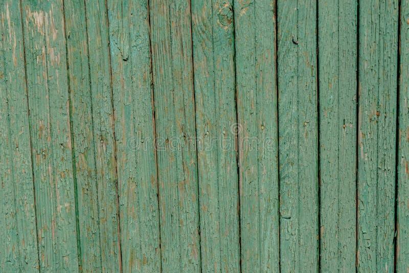 Groene houten langzaam verdwenen oude planking achtergrond met barsten royalty-vrije stock fotografie