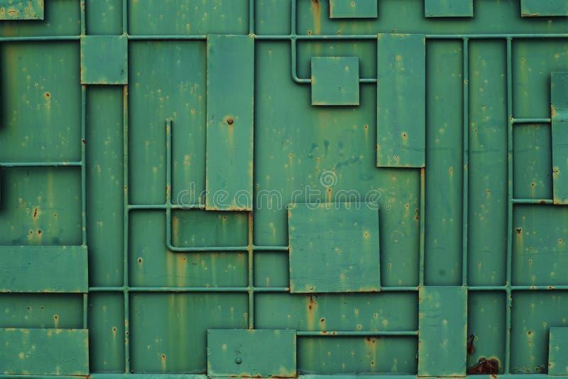 Groene ijzeromheining met een patroon van geometrische lijnen van metaal Volledige Kaderachtergrond van het Kaderpatroon van de M stock foto's