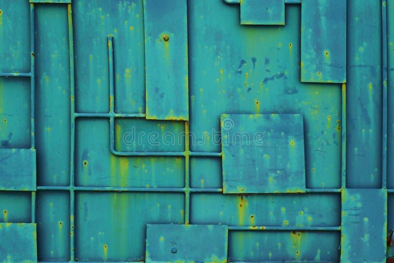 Groene ijzeromheining met een patroon van geometrische lijnen van metaal Volledige Kaderachtergrond van het Kaderpatroon van de M royalty-vrije stock foto's