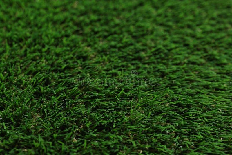 Groene kunstmatige grastextuur als achtergrond stock afbeeldingen