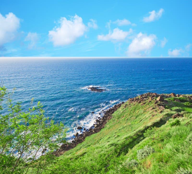 Download Groene kust in Castelsardo stock afbeelding. Afbeelding bestaande uit schemer - 54085383